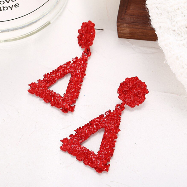 Mesh Textured Triangle Party Wear Earrings - Red