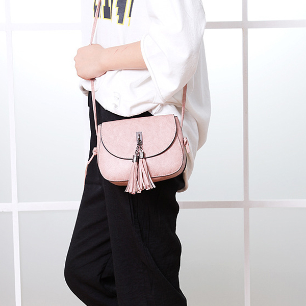 Tassel Decorative Round Flap Messenger Bags - Pink