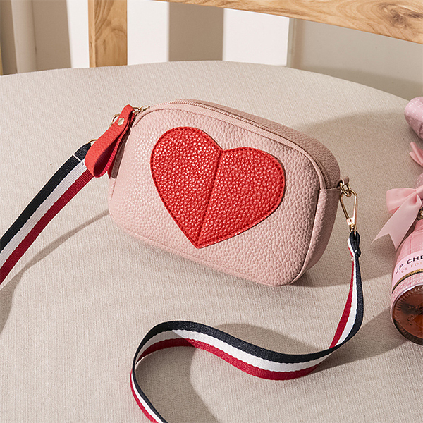 Heart Patch Strap Zipper Messenger Bags - Pink