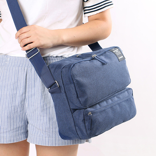Multi Pockets Zipper Closure Traveller Square Bag