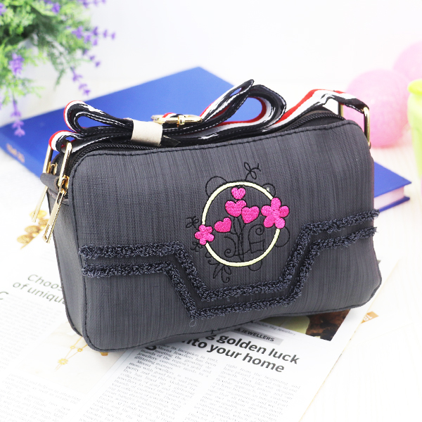 Tassel Thread Floral Art Zipper Messenger Bags - Black