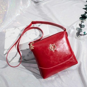 Shiny Leather Textured Shoulder Bags - Red