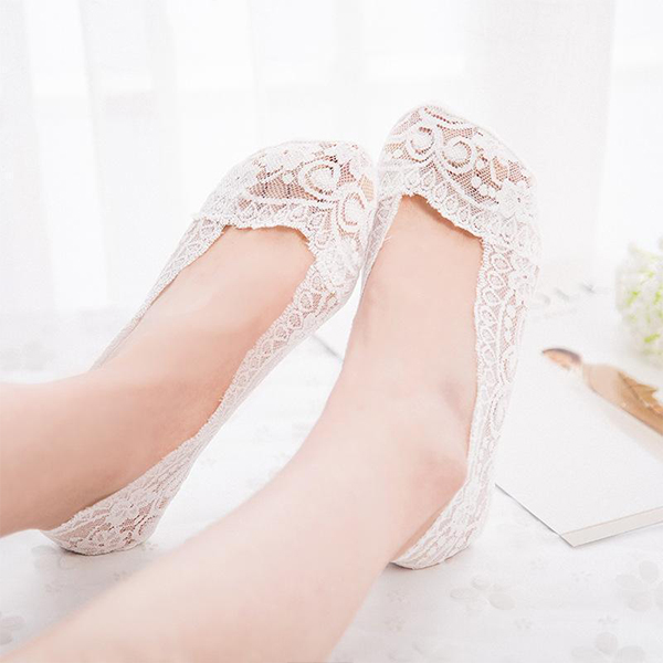 Breathable Floral Textured Fancy Lace Socks - White