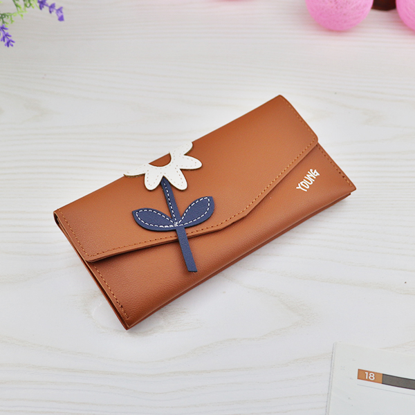 Flower Patched Magnetic Lock Money Wallet - Brown