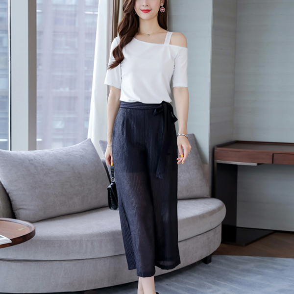 Bell Bottom Trousers With Slashed Neck Blouse - Black