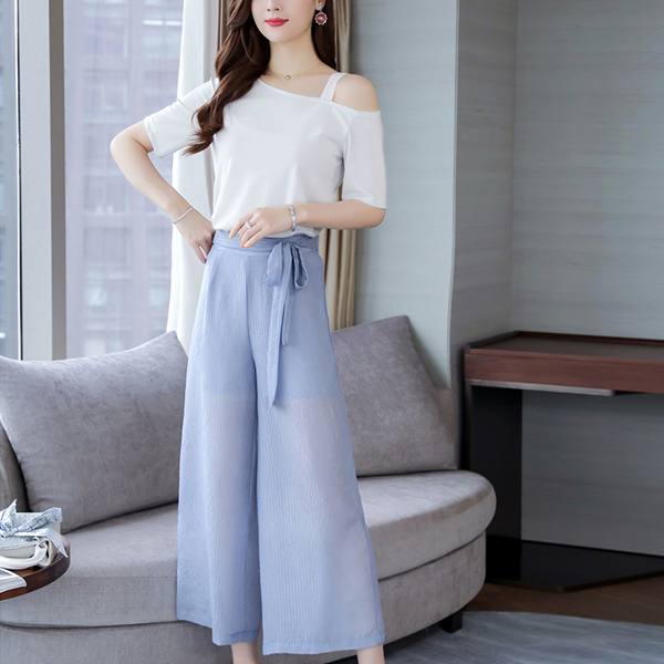 Bell Bottom Trousers With Slashed Neck Blouse - Blue