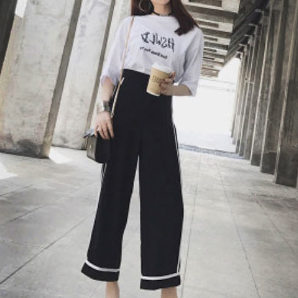 Printed T-Shirt With Bell Bottom Loose Trousers
