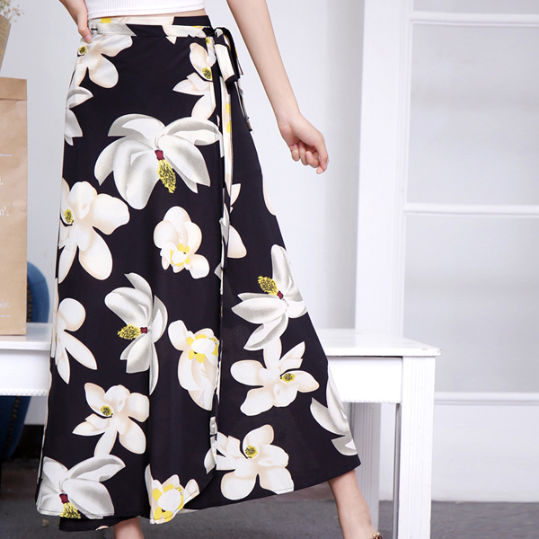 Leaves Print Full Length Pleated Skirt - Black