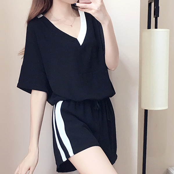 Half Sleeves Loose Pleated Bottom With Blouse - Black