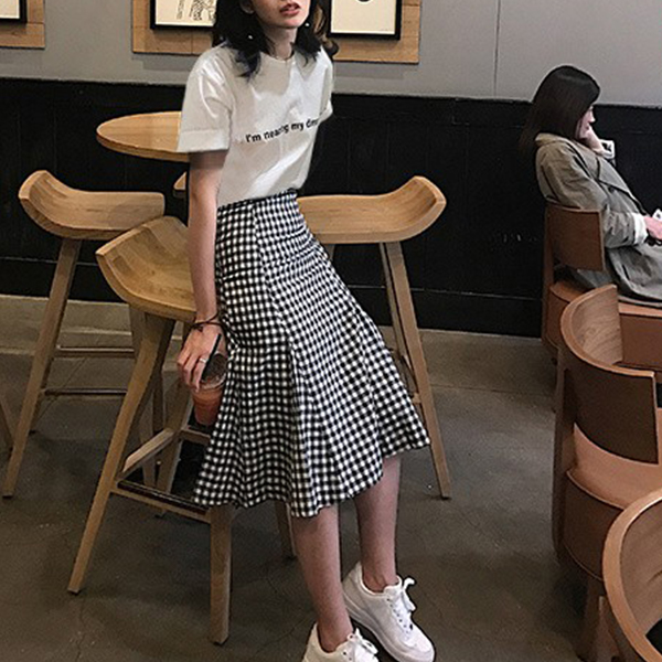 Checks Print Skirt With Printed White T-Shirt - White