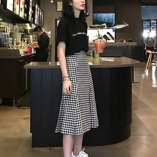 Checks Print Skirt With Printed Black T-Shirt - Black
