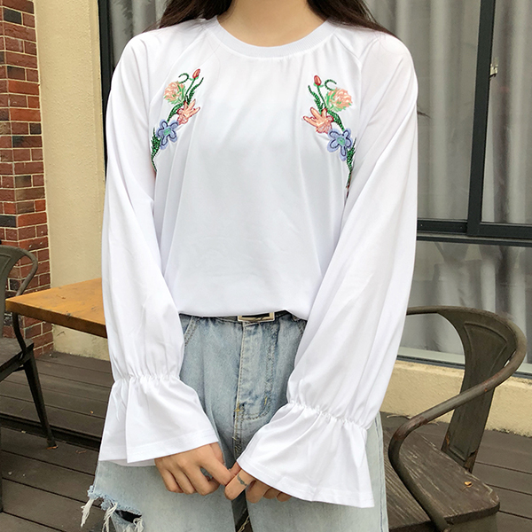 Embroidered Floral Speaker Sleeves Loose Blouse - White