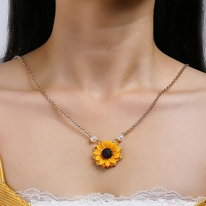 Pearl Decorated Sunflower Chain Necklace - Rose Golden