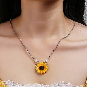 Pearl Decorated Sunflower Chain Necklace - Silver