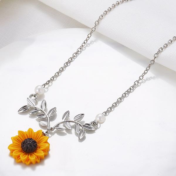 Sunflower Leaves Design Chain Necklace - Silver