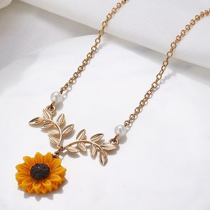 Sunflower Leaves Design Chain Necklace - Golden