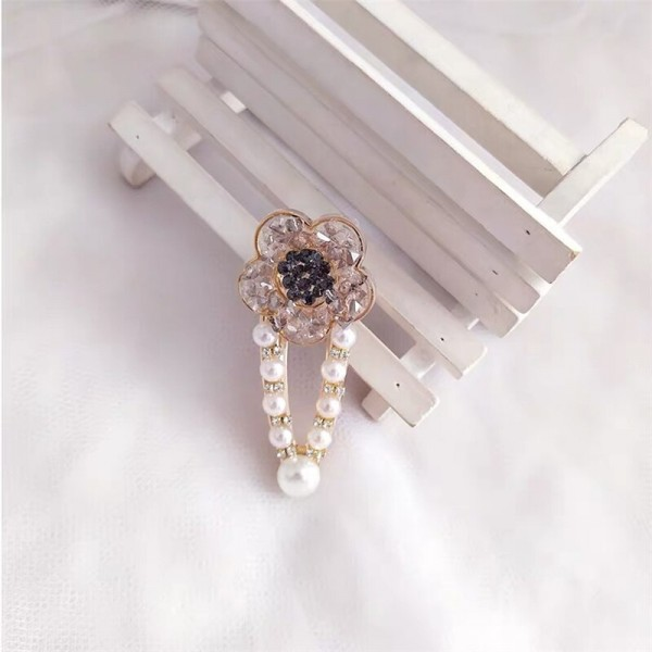 Floral Shaped Pearl Special Occasional Head Wear Clips - Grey