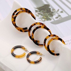 4 Pair Set Exaggerated Acrylic Leopard C-shaped Earrings