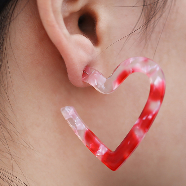 Heart Carved Textured Women Jewellery Earrings - Red
