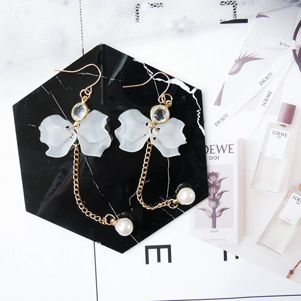 Floral Petals Gold Plated Crystal Earrings Pair