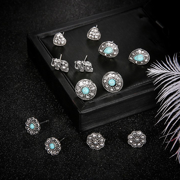 Bohemian Engraved Rhinestone Decorated Ear Tops Set
