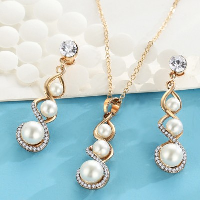 Pearl Decorated Gold Plated Jewellery Set
