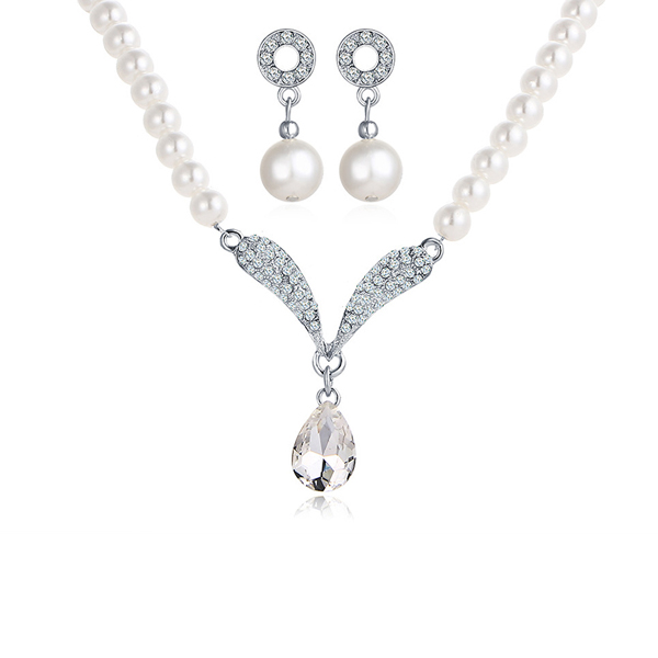 Hanging Crystal And Pearls White Jewellery Set