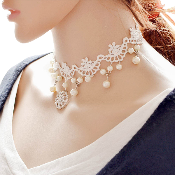 Rhinestone Beauty Pearl With White Lace Bridal Necklace