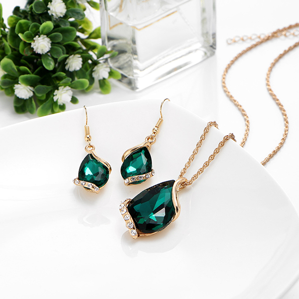 Green Crystal Gold Plated Embossed Jewellery Set