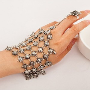 Luxurious Wedding Wear Ring Hand Jewellery
