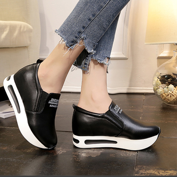Thick Bottom Synthetic Leather Casual Shoes - Black