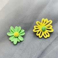 Floral Shaped Hooked Women Fashion Earrings Pair - Green