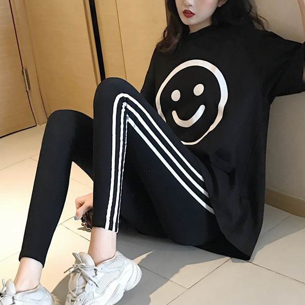 Smiley Printed Loose T-Shirt With Striped Trouser - Black