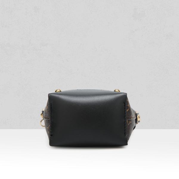 Designers Exclusive Vertical Shoulder Bags - Black