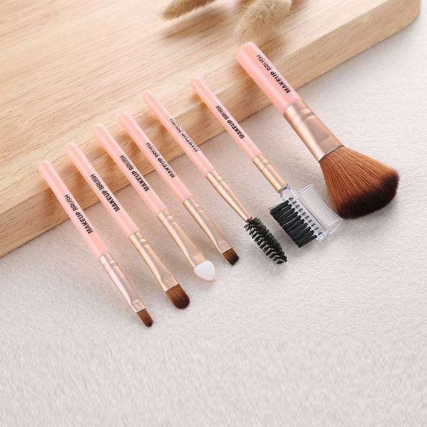 Professional Seven Pieces Makeup Brushes Set - Pink
