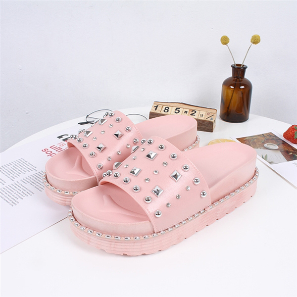 Rivets Decorated Thick Bottom Platform Slippers - Pink