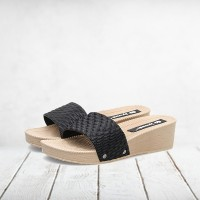 Thick Sole Women Wear Plastic Casual Slippers - Black