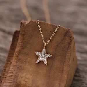Crystal Decorative Star Carved Chain Pendant - Golden