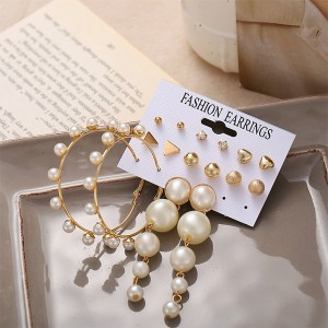 Dangle Beads With Geometric Shaped Stud Women Earrings - Golden
