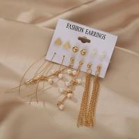 Geometric Design Pearls With Stud Earrings Set - Golden