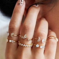Crystal Decorated 7 Pieces Women Rings Set - Golden