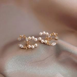 Elegant Pearl Fashion Stud Earrings for Women - Golden