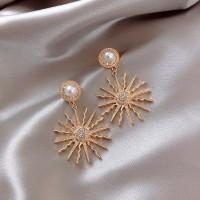 Ladies Retro Sun Flower Stud Earrings - Golden