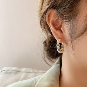Girl Rhinestone With Pearl Round Earrings - Golden