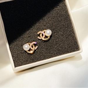 Girl Fashion Simple Pearl Earrings - Golden