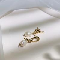 Ladies Simple Pearl Earrings - Golden