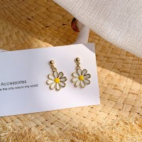 Girls Fashion Daisy Earrings - Golden