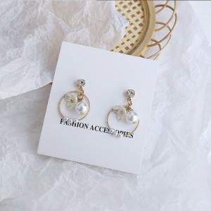 Girls Fashion Pearl Flower Earrings - Golden