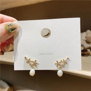 Woman Elegant Rhinestone Flower Earrings - Golden