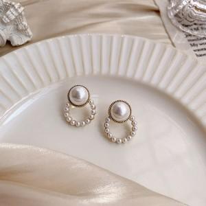 Woman Elegant Simple Pearl Earrings - White